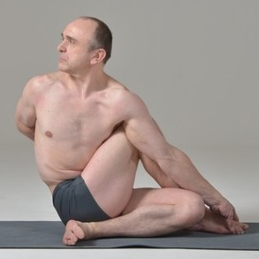 Posture de yoga : Ardha matsyendrasana